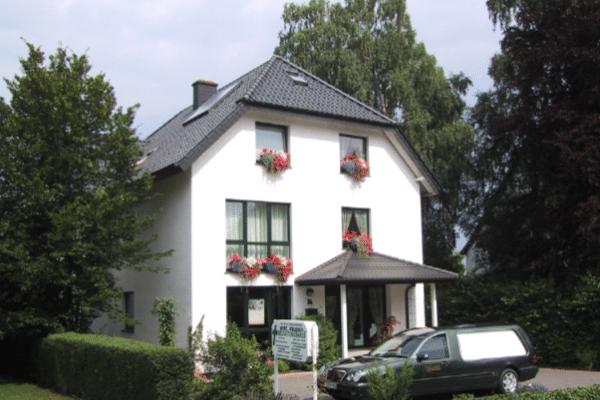 Merz und Wegener Bestattungshaus - Hauptgebäude